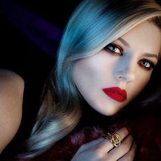 Arielly J. Lagertha, Ragnar Lothbrok, Viking Bracelet, Viking Jewelry, Katheryn Winnick Instagram, Blonde Goth, Viking People, Artist Film, Canadian Actresses