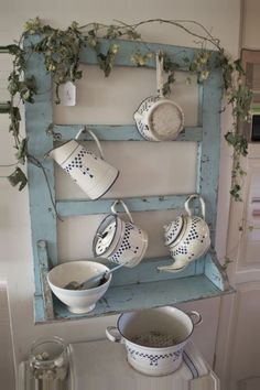 39 Beautiful Shabby Chic Decor To Beautify Your Home - Do you want an easy and fun decorating style to use in your home? Shabby chic decorating is the decorating style for you! Shabby chic decorating uses . Furniture Projects, Furniture Makeover, Diy Furniture, Cocina Shabby Chic, Shabby Chic Homes, Repurposed Furniture, Shabby Chic Furniture, Unpainted Furniture, Rustic Furniture