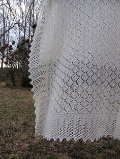 Ravelry: Project Gallery for Spanish Christening Shawl pattern by Cheryl Oberle Shawl Patterns, Baby Knitting Patterns, Baby Patterns, Knitting Bear, Lace Knitting, Christening Blanket, Baby Christening, Baby Afghan Crochet, Manta Crochet