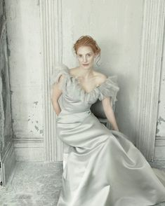 Jessica Chastain in Oscar de la Renta photographed by Annie Leibovitz for Vogue US, December Vogue Photo, Vogue Us, Jessica Chastain, Annie Leibovitz Portraits, Architecture Design, David Lachapelle, Happy Birthday, Martin Parr, Funny Tattoos