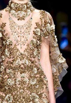 Marchesa at New York Fashion Week Fall 2016 - Details Runway Photos Couture Fashion, Runway Fashion, High Fashion, Gold Fashion, Fashion Fashion, Fashion Trends, Couture Details, Fashion Details, Fashion Design