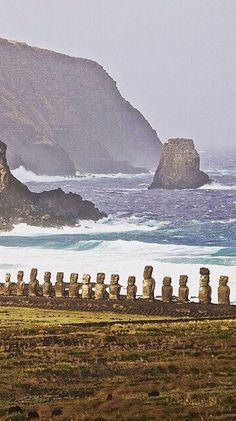 Easter Island statues on the beach /// #travel #wanderlust