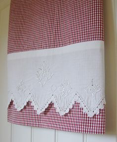 Recycled Vintage Pillowcase to Upcycled Tea Towel - Country Red Check Farm Style - Homespun Home Decor Dish Towels, Hand Towels, Tea Towels, Fabric Crafts, Sewing Crafts, Sewing Projects, Vintage Tablecloths, Vintage Embroidery, Embroidery Stitches