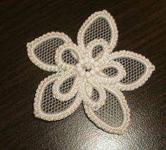 #kwiat #frywolitkowy #biały #tiul #koronka #tatting #whiteflower #flower Koło Technik Trochę Zapomnianych: SALON LUTOWY PRZED NIEDZIELĄ WSTĘPNĄ*