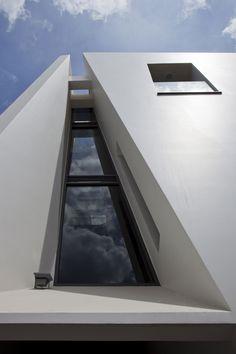 Folding Wall House by NHA DAN ARCHITECT (1)