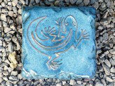 Motiv Pflasterstein Eidechse in taubenblau, absolut frostfest - Gärten für Auge & Seele