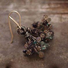 Brouillard de petites fleurs boucles d'oreilles en par ewalompe, $68.00