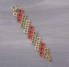 """Kassie Shaw's shows you how to create her """"Vintage Lace"""" bracelet design bead by bead in her latest video, Shape Shifter. #Seed #Bead #Tutorials"""