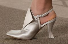 Pumps silver Chanel
