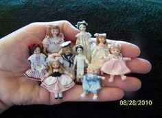 tiny dolls for the little dollhouse girl Tiny Dolls, Old Dolls, Antique Dolls, Vintage Dolls, Vintage Paper, Dollhouse Dolls, Miniature Dolls, Dollhouse Miniatures, Victorian Dollhouse