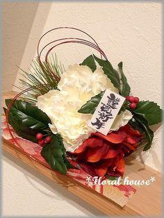 Floral houseオリジナル お正月飾りアーティフィシャルフラワー(造花)でお正月飾りを作りました。毎年恒例の人気作品です若松の小枝にお花を付けてみま...|ハンドメイド、手作り、手仕事品の通販・販売・購入ならCreema。