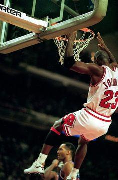 Mike all the way to the cup Jordan 23, Jeffrey Jordan, Jordan Bulls, Michael Jordan Basketball, Michael Jordan Chicago Bulls, Michael Jordan Pictures, Jordan Photos, Slam Dunk, Lebron James