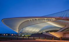 The railroad station Liège - Guillemins designed by the famous architect Santiago Calatrava and photographed by architectural photographer Dirk Verwoerd Chinese Architecture, Modern Architecture House, Futuristic Architecture, Amazing Architecture, Architecture Design, Modern Houses, Santiago Calatrava, Zaha Hadid Architects, Famous Architects