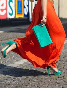 Looking for more Orange fashion & street style ideas? Check out my board: Orange Street Style by Street Style // Orange // Spring Fashion // Summer Outfit // Spring Outfit // Summer Fashion Orange and turquoise: amazing color pairing. I love the skirt. Vert Turquoise, Orange And Turquoise, Orange Is The New Black, Orange Color, Looks Style, My Style, Turquoise Clothes, Fashion Tips For Women, Womens Fashion