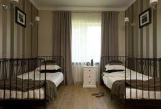 symetria, łóżka, zasłony