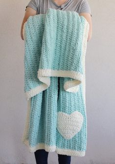 Crochet Afghans Free Pattern - Crochet Modern Mint Throw - During my most recent experience of having cancer, one of the nicest gifts I received was a soft mint blanket throw… Crochet Daisy, Manta Crochet, Free Crochet, Knit Crochet, Crochet Afghans, Crochet Heart Blanket, Crochet Blankets, Baby Blankets, Baby Afghans
