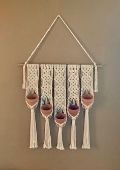 Charming Hanging Plants ideas to Brighten Your Patio – Gardening Decor Hanging Herbs, Diy Hanging, Hanging Planters, Garden Planters, Bohemian Wall Decor, Pot Hanger, Diy Herb Garden, Macrame Plant Hangers, Plant Holders