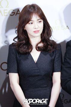 Song Hye Kyo và Son Ye Jin dự sự kiện cùng ngày: Đều đẹp xuất sắc nhưng một người thần thái đỉnh cao hơn - Ảnh 6. Song Hye Kyo Hair, Song Hye Kyo Style, Korean Celebrities, Celebs, Lee Sun, Song Joong Ki Birthday, Sun Song, Kim Young, Medium Hair Styles