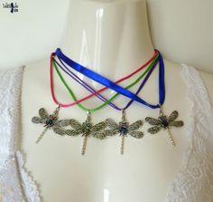 Odonate Collection - Collier au pendentif Libellule en filigrane décorée d'un cabochon abalone et strass Swarovski : Dragonfly necklaces collection by TaliBellule