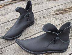 Google Image Result for http://inspiration-of-the-nation.com/wp-content/uploads/2012/01/543-medieval-tulip-boots.jpg