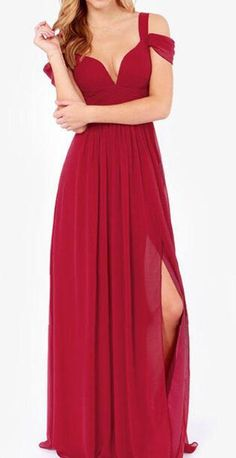 Look here,babe! You'll get surprised at the wine red maxi dress here. It features plunging neck ,slit at side and back zipper. Only $59.99 & free shipping!! More surprise at Romoti.com