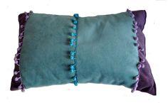Almohadón Clarice Pana de algodón Aqua y Violeta Terminaciones: galeones a tono.