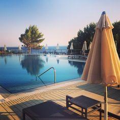 Late rays and long shadows around the pool  #whiterockhotel www.whiterocks.gr