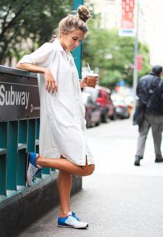 camisa vestido shirt dress tenis new balance street style coque alto branco Street Style Outfits, Mode Outfits, Urban Street Style, Street Chic, Street Styles, Street Wear, Mode Style, Style Me, Style Blog