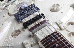 Chitarre di Star Wars e altri oggetti di Tom Bingham - Creatività, Innovazione e Passione per il Bello