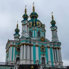 How was your New Year's Eve? Did you spend it in some amazing place? I was in Kiev, Ukraine and although I'm not a big fan of NYE it was good to be back in one of my favorite cities. Even in the gloomy weather it's beautiful and St. Andrew's Church is the best example of that!