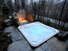 DIY concrete garden decor - 33 beautiful ideas - outdoor jacuzzi for 4 people a .DIY concrete garden decor - 33 beautiful ideas - outdoor jacuzzi for 4 people and fireplace surrounded by stones - Hot Tub Deck, Hot Tub Backyard, Backyard Patio, Spa Design, Design Ideas, Whirlpool Deck, Inground Hot Tub, Piscina Spa, Mountain Dream Homes