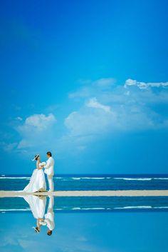Bali wedding photo session  バリ島でもウユニ塩湖のような反射ショットが撮影できます Bali Wedding, Beach Photos, Couple Photography, Photo Sessions, Wedding Photos, Navy, Couples, Wedding Dresses, Gallery