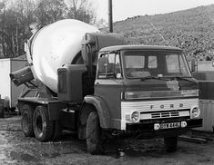 Vintage Trucks, Retro Vintage, Old Lorries, Mixer Truck, Concrete Mixers, Commercial Vehicle, Classic Trucks, Ford Trucks, Old Cars