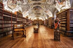This is definitely a hidden gem of Prague, the theological hall stores more than 18000 books! Old Libraries, Heart Of Europe, Czech Republic, Prague, Gem, Scenery, Tours, Explore, Vacation