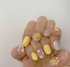 Glamour Nails, Classy Nails, Stylish Nails, Simple Acrylic Nails, Simple Nails, Picasso Nails, Nail Atelier, Sun Nails, Sunflower Nail Art