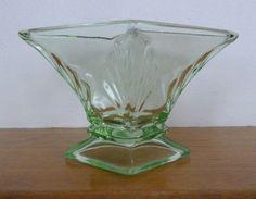 Bagley Spinette Art Deco vintage green glass vase c 1930s An original c 1930s vintage Bagley Co of Knottingley Yorkshire England Spinette Art Deco