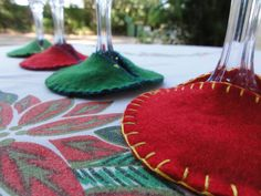Felt Christmas Wine Glass Coasters- I should do this for dinners at Hlutwige & Ataias's home!