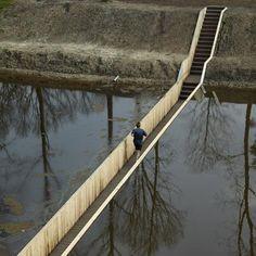 Popular today – a bridge that leads visitors below the water's surface: http://www.dezeen.com/2011/11/17/sunken-bridge-by-road/… pic.twitter.com/jH2DQ4VMzu Mozesbridge in Halstere, The Netherlands.