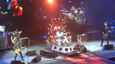 Foo Fighters - Sonic Highways Tour (Moda Center, Portland, Oregon, September 14, 2015). Even with a broken leg, Dave Grohl crushes it.