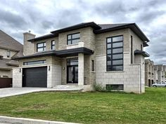 The largest selection of houses, condos, lots and all other properties for sale in Québec. Dream House Exterior, Exterior House Colors, Dream Home Design, Modern House Design, Sims House, Facade House, House Goals, House Floor Plans, Future House