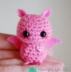 Pink Mini Bat Amigurumi Kawaii Halloween by twistyfishies on Etsy Crochet Amigurumi, Amigurumi Patterns, Crochet Toys, Crochet Patterns, Kawaii Crochet, Cute Crochet, Crochet Bat, Knitting Projects, Crochet Projects