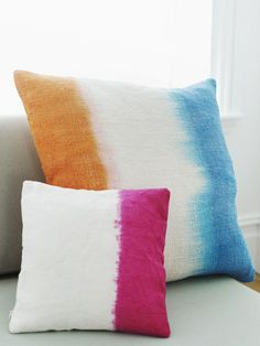 Sweet Paul Magazine Fall 2012 - Pillows Case - Ideas of Pillows Case - DIY Dip-Dye Pillows and Linens Tutorial Shibori, Fun Crafts, Diy And Crafts, Arts And Crafts, Craft Projects, Sewing Projects, Textiles, How To Dye Fabric, Crafty Craft