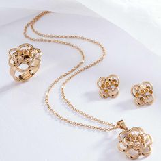 Joyería DUPRRE tendencias Colombia Gold Necklace, Jewelry, Fashion, Jewelry Trends, Feminine Fashion, Colombia, Accessories, Gold Pendant Necklace, Jewlery