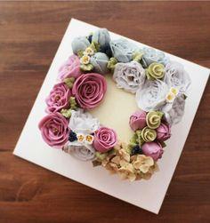 Korean Buttercream Flower, Buttercream Flower Cake, Cake Icing, Fondant Cakes, Eat Cake, Cupcake Cakes, Cupcakes, Gorgeous Cakes, Pretty Cakes