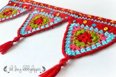 The Lazy Hobbyhopper: crochet triangles wall hanging - free pattern