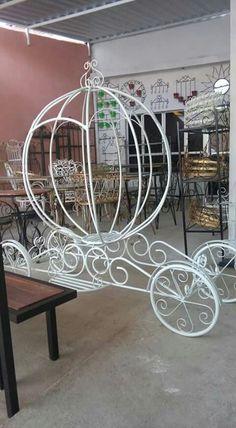 hierros Victorian House Plans, Victorian Homes, Iron Furniture, Furniture Design, Wood Yard Art, Cement Flower Pots, Metal Gates, Marriage Decoration, Metal Garden Art