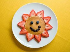 Food News: Food Presentation Affects Kids' Eating Habits from the Food Network. Some cute kid friendly food ideas.