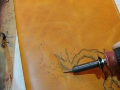 Leather Book Cover With Pyrography (Time Lapse Video) Leather Book Covers, Leather Books, Leather Carving, Leather Tooling, Art Du Cuir, Leather Tutorial, Bookbinding Tutorial, Leather Projects, Leather Crafts