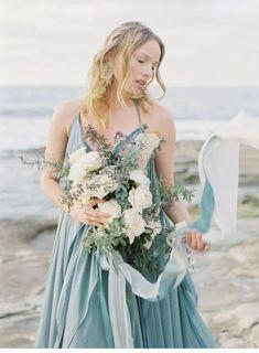 Küsten Sirenen vom Winde verweht - Hochzeitsguide ✰ Models, Bridesmaid Dresses, Wedding Dresses, Wedding Flowers, Bridal, Style, Fashion, Gone With The Wind, Female Silhouettes