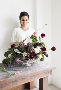 Maria Maxit 2019 A recipe in bloom // Can you believe this has kale broccolini purple basil poppy pods & artichokes? The post Maria Maxit 2019 appeared first on Flowers Decor. Deco Floral, Arte Floral, Floral Design, Purple Wedding Flowers, Wedding Bouquets, Wedding Mandap, Burgundy Flowers, Wedding Stage, Wedding Receptions
